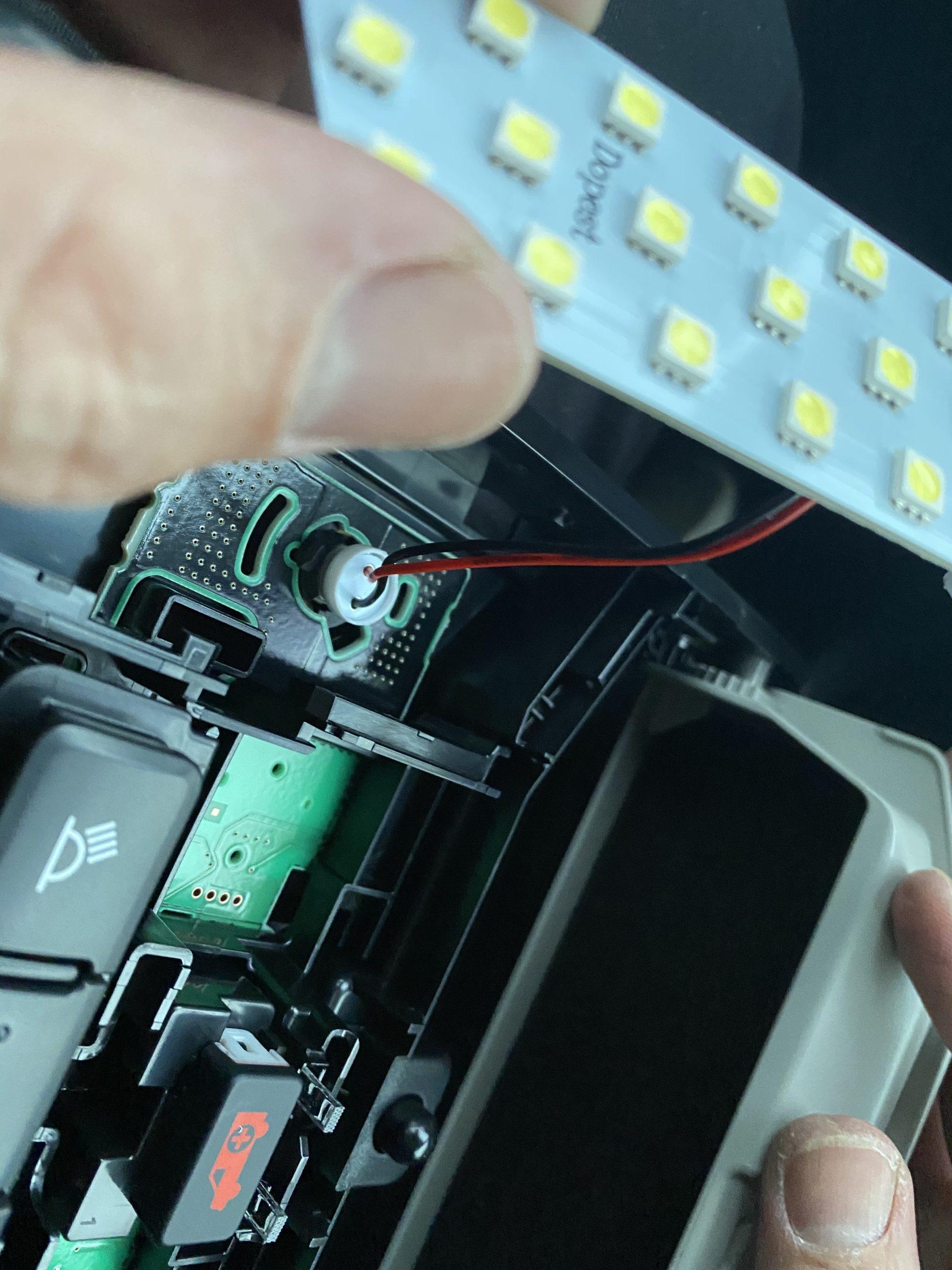 TOYOTA新型RAV4 50系LEDルームランプ 取り付け